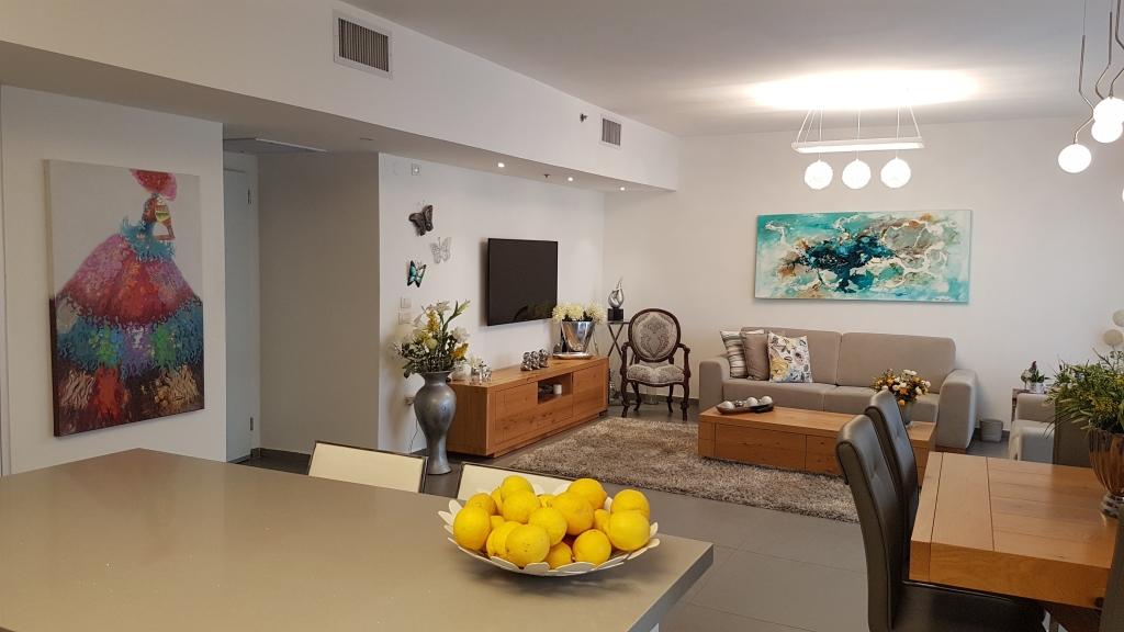 במתחם 1200 דירת מיני פנטאוס מדהימה קומה 12!
