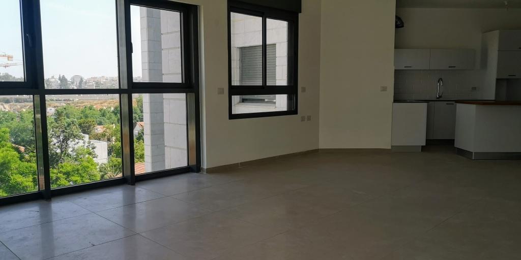 דירת 5 חדרים במתחם 1200 המבוקש בהוד השרון