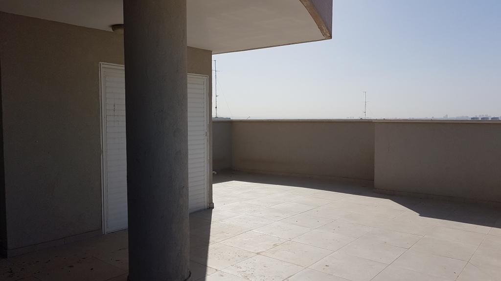 במגדיאל דירת גג עם נוף פתוח