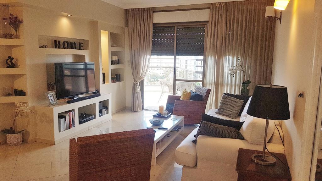במתחם 200 דירת 4 חד' מדהימה פונה לנוף
