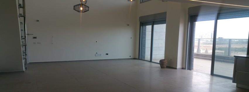 במתחם 1200 דופלקס לופט 5.5 חדרים מדהים!